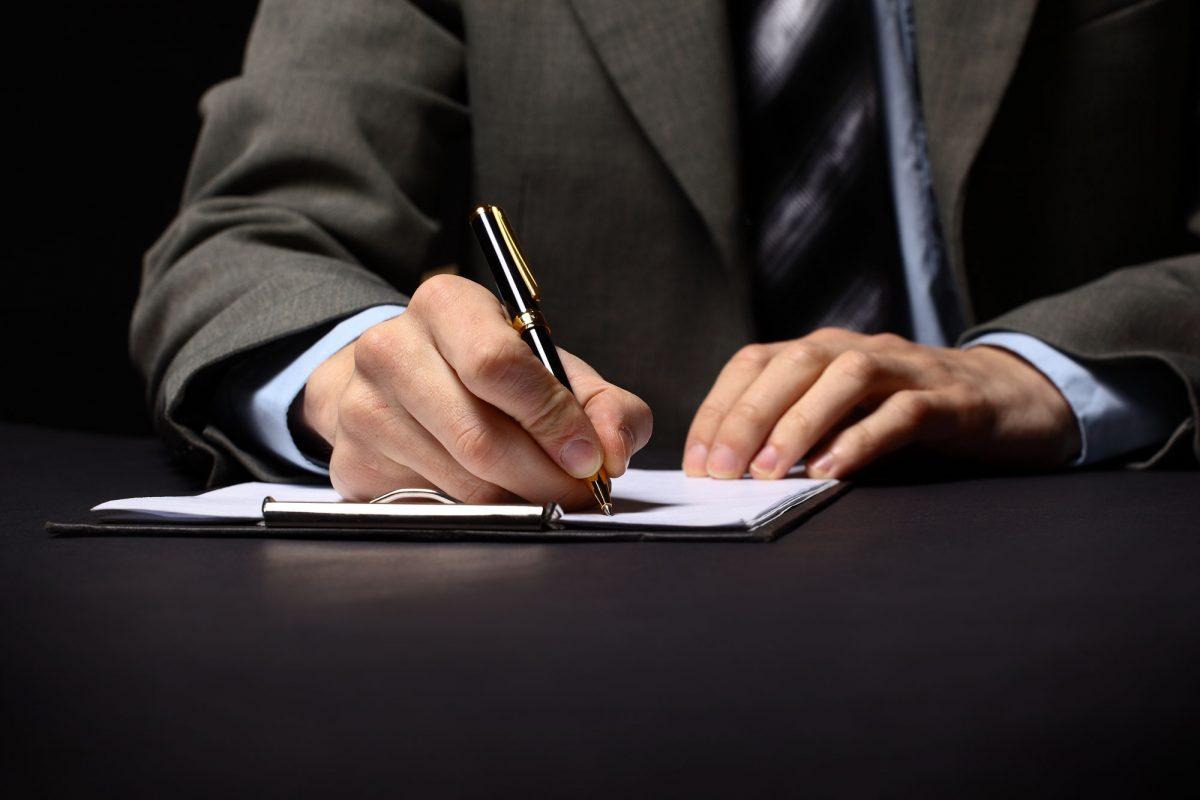 contratos-domusfincas-1200x800.jpg